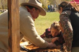 TR educates with animal skins children can feel and discuss